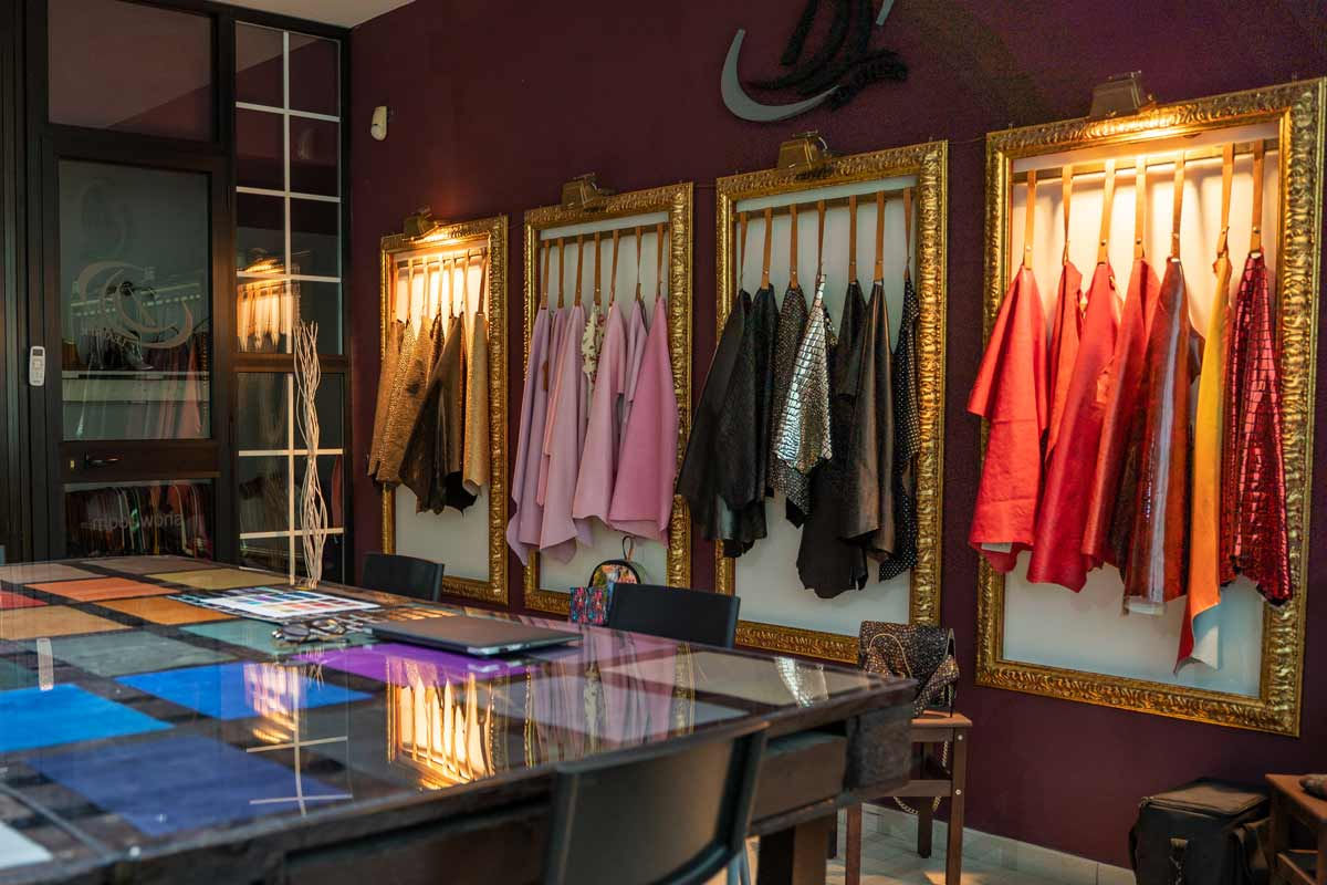 Showroom DL Leather